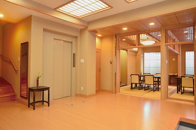 浅草壽仙院 2階玄関ホール